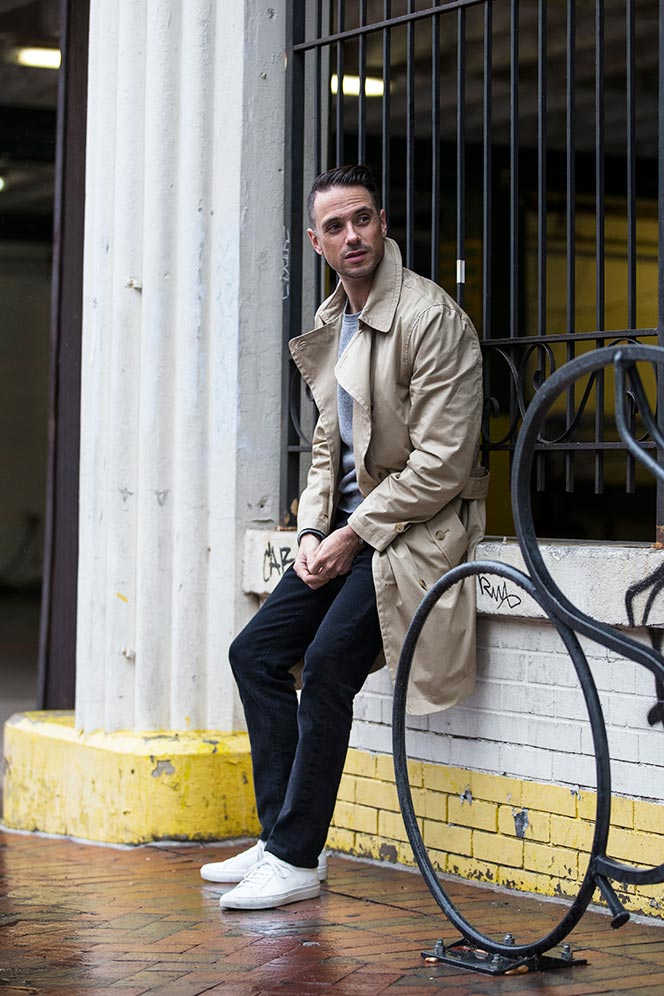 ways to wear khaki trench coat