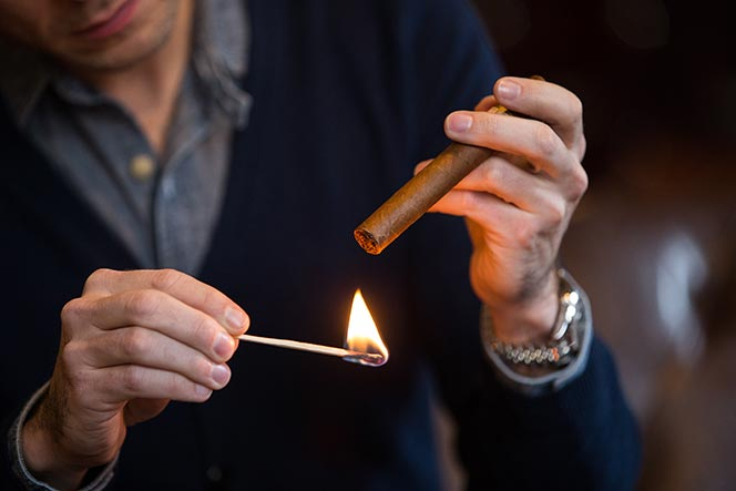 how to light a cigar