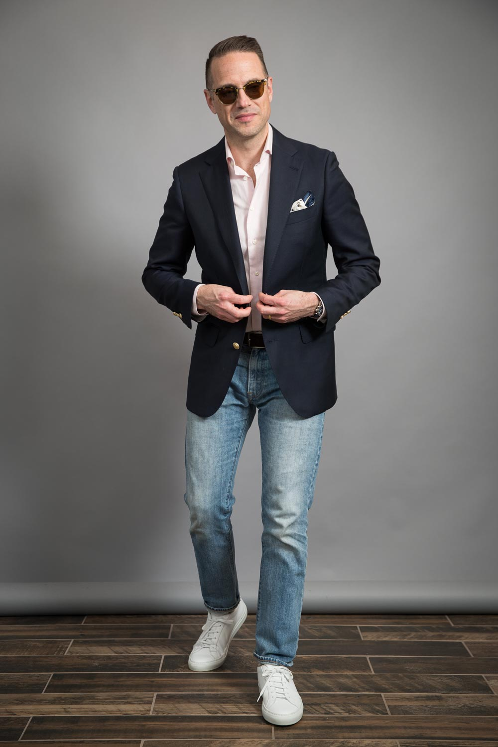 how-to-wear-a-mens-casual-navy-blazer-and-jeans-look-for-spring-pink-shirt-white-sneakers